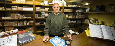 El español que inventó el filtro de los cigarros por un empleo vitalicio